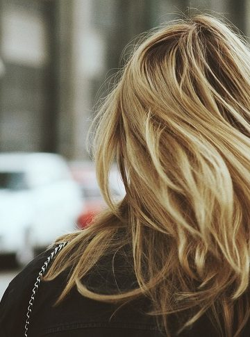 cheveux blonds